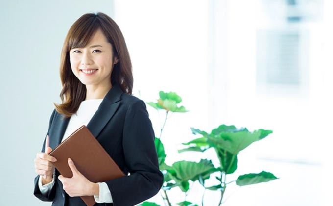 中小企業で働く女性